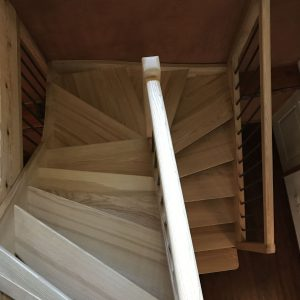 Menuiseries en Ariège escalier bois