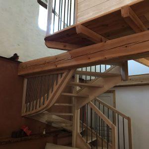 Menuiseries en Ariège escalier bois traditionnel