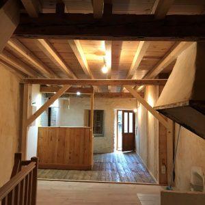 Menuiseries en Ariège rénovation complète d'un plancher bois traditionnel dans une maison de montagne